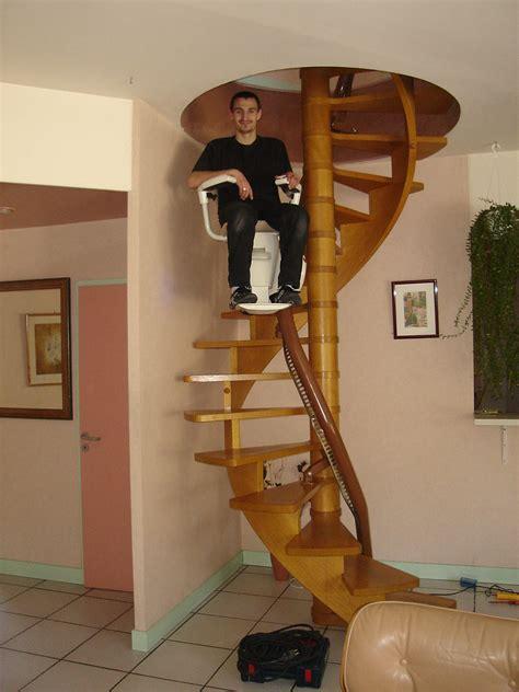 monte escalier courbe accessibilite fr