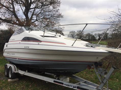 Speedboot Inboard by Power Boat Bayliner 2255 Twin Axel Trailer Speedboat