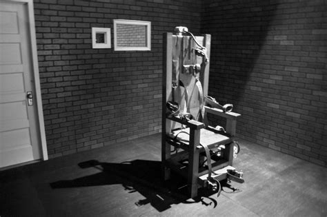 Electric Chair Executions 2015 by Florida Row Inmate Demands The Electric Chair