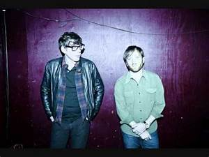 "The Black Keys ""tighten Up"" - YouTube"