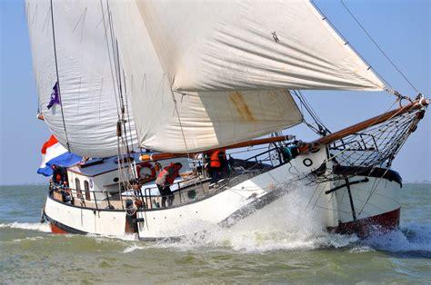 Zeilboot Urk Enkhuizen by Een Overgetelijke Zeiltocht Met De Prachtige Tjalk Eendracht