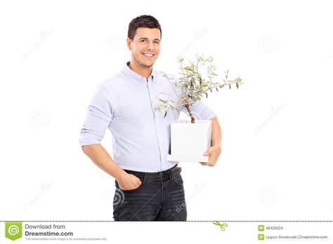 homme gai tenant un pot de fleurs photo stock image 49429224