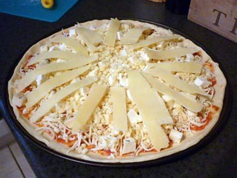pizza 4 fromages recette
