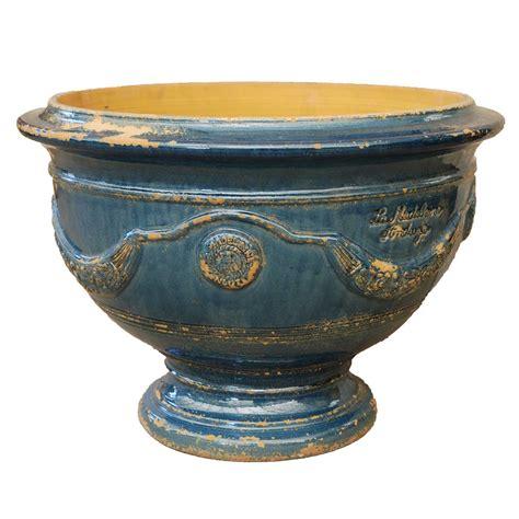 anduze coupe bleu lavande vieilli eye of the day garden design center