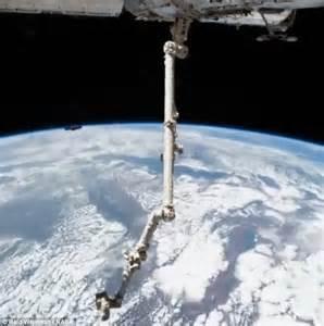 Nasa astronaut Reid Wiseman captures release of Cygnus ...