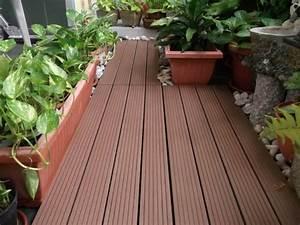 Holz Für Balkonboden : terrasse und balkon holzfliesen ideen und andere bodenbel ge ~ Markanthonyermac.com Haus und Dekorationen