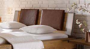 Kissen Für Bett Kopfteil : wildeichenbett mit stahlelementen mallero ~ Markanthonyermac.com Haus und Dekorationen