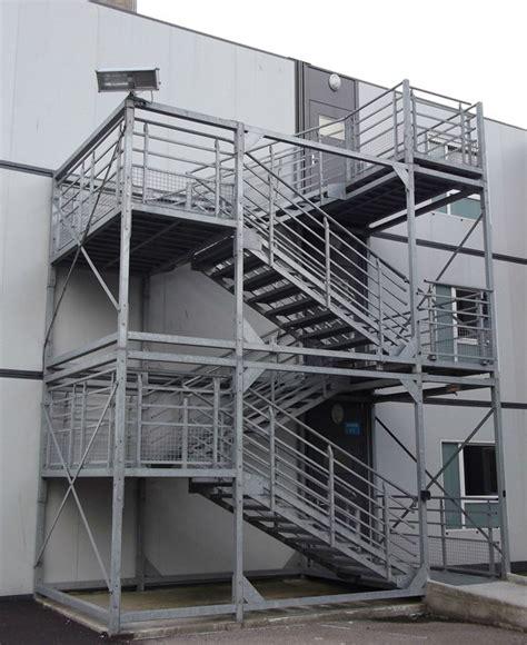 escalier de secours m 233 tallique sur mesure aux normes