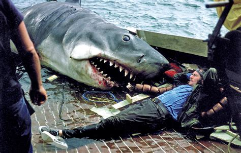 Jaws Fishing Boat Scene by 10 Amazing Behind The Scenes Photos From The Making Film