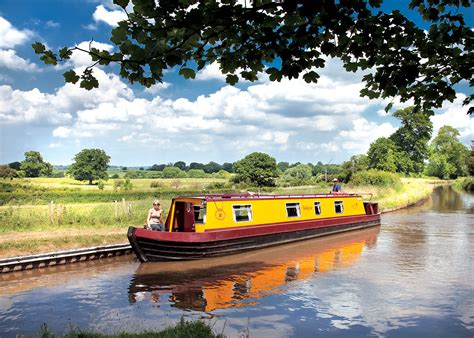 Holiday On A Boat Uk by Canal Boat Holidays Barge And Narrowboat Hire On The Uk