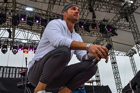 Brett Young Releasing New Single 'here Tonight' On Friday