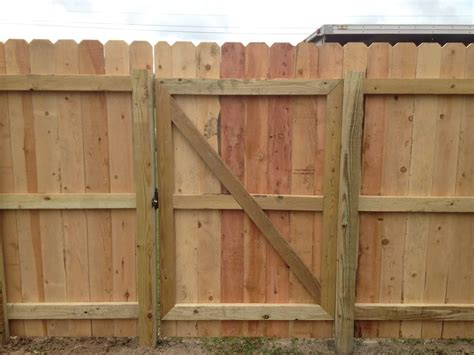 Fence - Gate : Diy Wood Privacy Fence With Accent Lighting