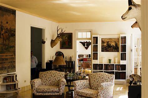 safari living room decor decorating with a safari theme 16 ideas