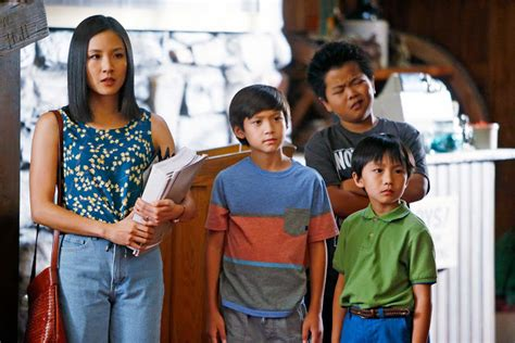 Fresh Off The Boat Season 4 Soundtrack by Eddie Huang S Mom Discovered Mom Jeans Way Before Tina Fey