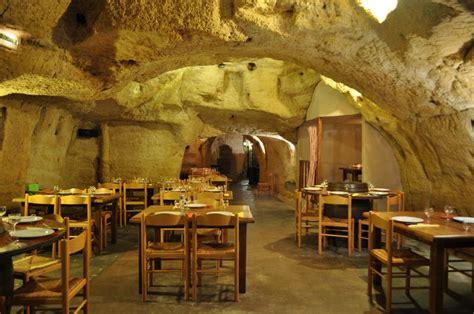 restaurant troglodyte le caveau 49 galerie office de tourisme de saumur val de loire
