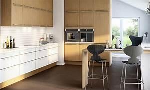 Küchen Farben Trend : 41 moderne k chen in eiche helles holz liegt im trend ~ Markanthonyermac.com Haus und Dekorationen