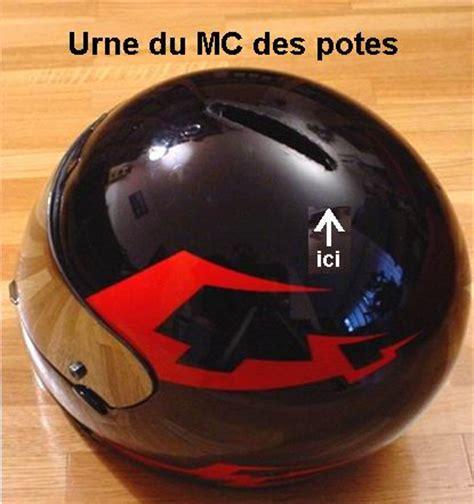 urne en forme de moto ou de casque