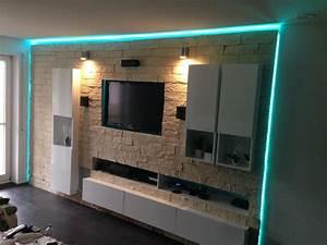 Fernseher Aufhängen Höhe : steinwand tapete wohnzimmer jtleighcom hausgestaltung ~ Markanthonyermac.com Haus und Dekorationen
