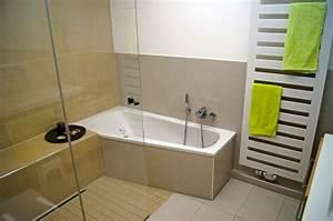 Dusche Neben Badewanne : kleine b der mit dusche und badewanne ~ Markanthonyermac.com Haus und Dekorationen