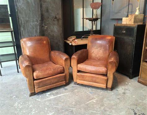 fauteuil club ancien table de lit a roulettes