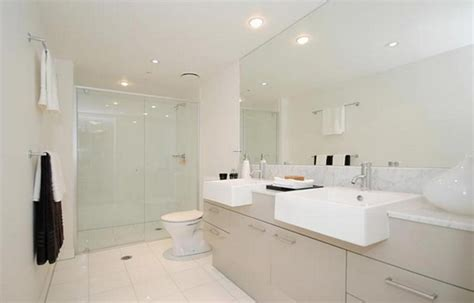 Elegant White Apartment Bathroom Interior Decorating Ideas