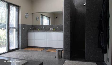 comment nettoyer la bleue dans une salle de bain