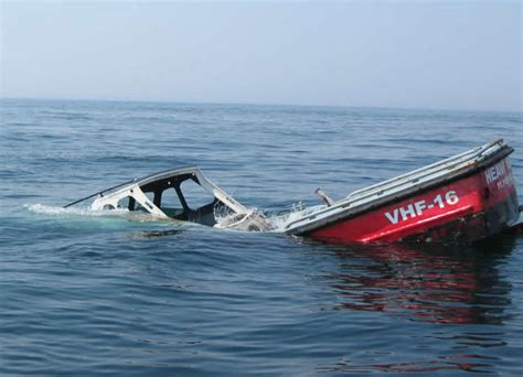 Pictures Of Sinking Boats by Iraqis In A Sinking Boat Boat Design Net Gallery