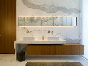Spiegelschrank Weiß Holz : marmor im bad vor und nachteile der marmorfliesen ~ Markanthonyermac.com Haus und Dekorationen