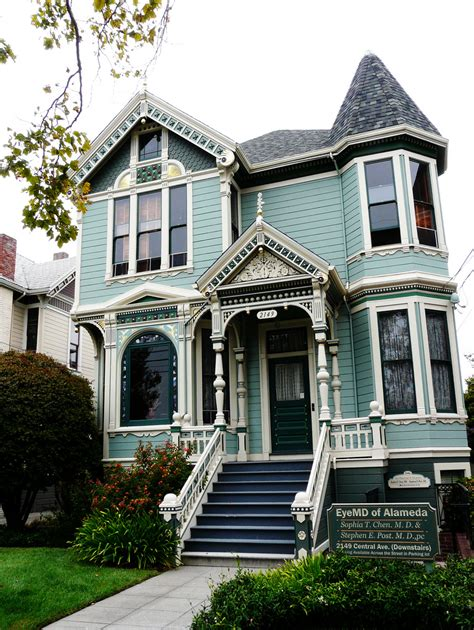 Victorian Houses Are Eye Candy