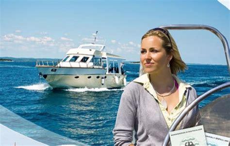 Motorboot Fahren Frau by Motorboot Fahren In Erding Als Geschenkidee Mydays