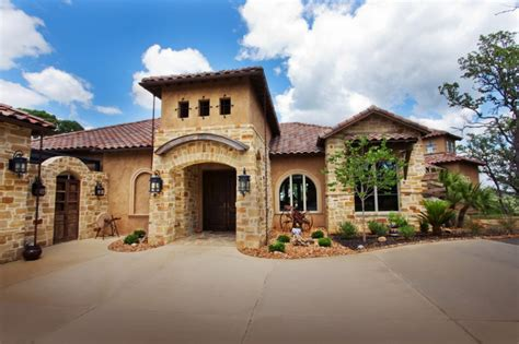 Get Italian Appeal With These Attractive Tuscan-style