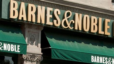 barnes and noble manhattan barnes noble closes the book on fifth ave crain