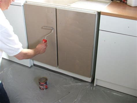 meuble de cuisine brut peindre meuble de cuisine bois noir immense cuisine redecorer et peindre