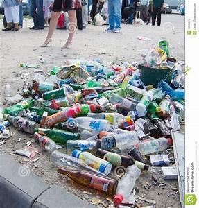 Leere Flaschen Für Likör : leere flaschen redaktionelles foto bild von haufen plastik 18346621 ~ Markanthonyermac.com Haus und Dekorationen