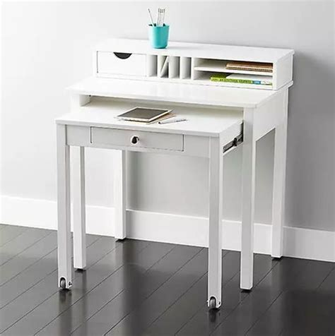 Tiny Desk by 25 Best Ideas About Small Desks On Ikea Small