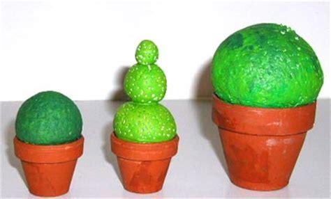 petit arbuste decoratif en pate a sel sur tete a modeler junior