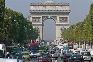 Tourists driving to France face £117 fine | Daily Mail Online