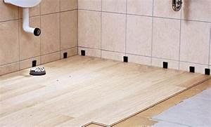 Holzdecke Im Bad : holzboden im bad ~ Markanthonyermac.com Haus und Dekorationen