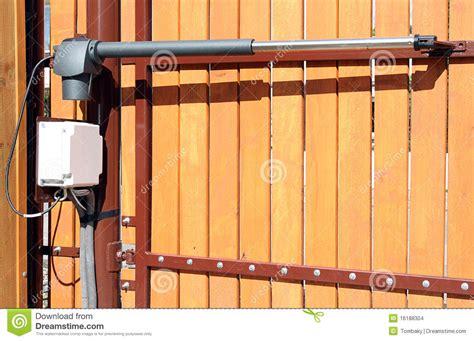 ouverture automatique fermeture d une porte images stock image 16188304