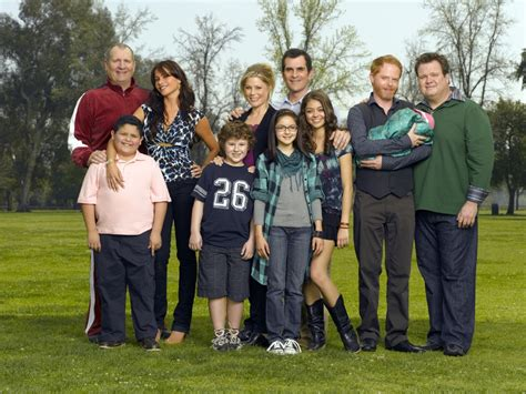 abc s modern family cast shooting season finale in hawaii on hawaii magazine