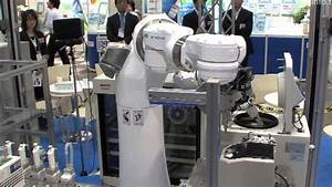 Motoman Dual Arm robot in lab automation - YouTube