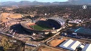 Fußball Weltmeisterschaft 2014 Stadien : s dafrika wm 2010 entt uschung weit und breit youtube ~ Markanthonyermac.com Haus und Dekorationen