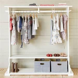 Kleiderstange An Wand : kleiderstange f r wand 24 originelle modelle ~ Markanthonyermac.com Haus und Dekorationen