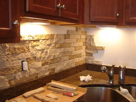 Natural Stone Backsplash For Kitchens Living Room With Yellow And Orange How To Make A On Minecraft Xbox 360 Interior Design For Small Spaces French Country Cottage Ideas Formal Art Good Plants The Guest Arc Lamp
