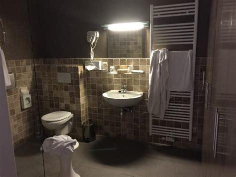salle de bain sans fen 234 tre et triste 233 quipement picture of memlinc palace hotel knokke