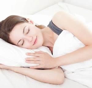 In Welche Himmelsrichtung Schlafen : gesund schlafen welche schlafpositionen sind passend und welche nicht ~ Markanthonyermac.com Haus und Dekorationen