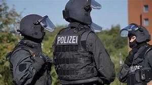 Ausbildung Bundespolizei Nrw : bei sek einsatz waffenlager mit schweren kriegswaffen ausgehoben sek ~ Markanthonyermac.com Haus und Dekorationen