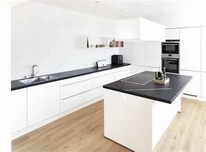 Schwarze Arbeitsplatte Küche : die besten 25 schwarze arbeitsplatten ideen auf pinterest dunkle arbeitsplatten dunkle ~ Markanthonyermac.com Haus und Dekorationen