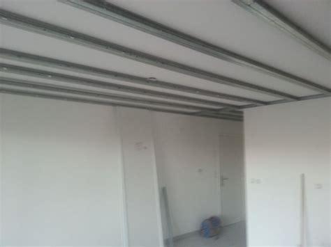 pose d un faux plafond sur rail isolation id 233 es