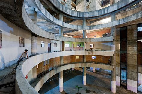 Home Design Venezuela : Abandoned Office Tower In Caracas Has Become The World's